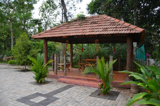 Bijans Resort : Open area with place to have snacks..