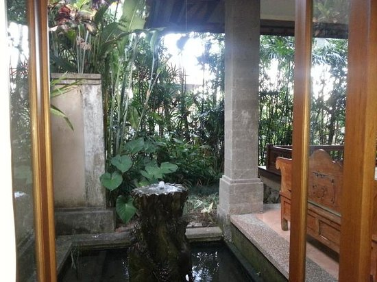 Villa Sonia: View from our bed over fountain pond