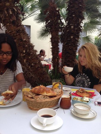 Clair Hotel : Rachael and Sam having a garden breakfast!  Thank you Hubert!