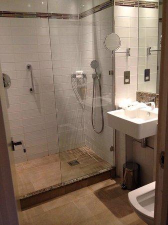 Rydges Kensington London : Bathroom