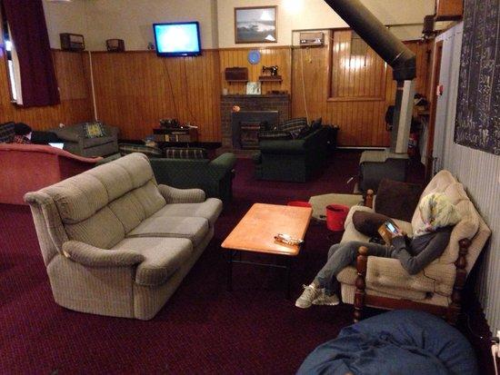Neptunes International Backpackers: Surprisingly comfy sofa