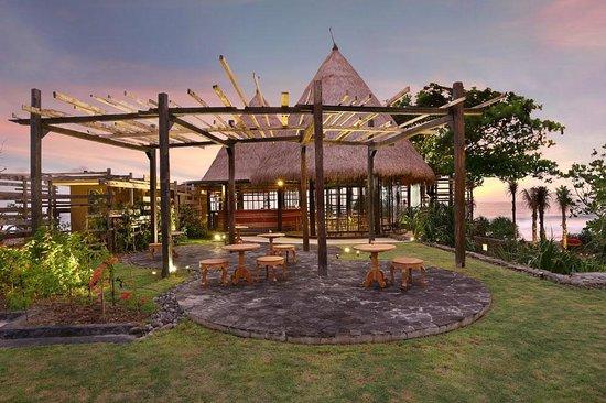 WakaGangga: Waka Bar & Restaurant - outdoor lounge