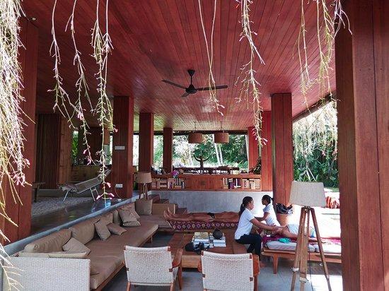 RedDoor Bali : getting massage