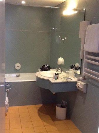 Maison Rouge Hôtel: salle de bain chambre 606
