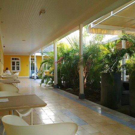 Boutique Hotel 't Klooster: Uitzicht op binnentuin, zwembadje net niet zichtbaar