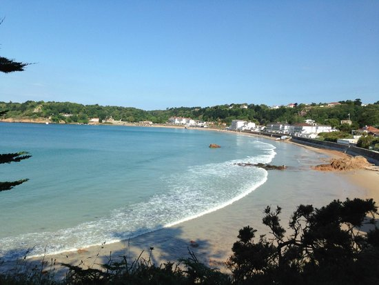 L'Horizon Hotel & Spa: L'Horizon in the middle of St. Brelade Bay