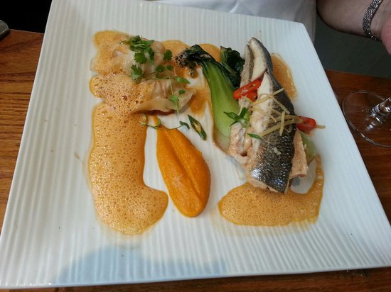 Restaurant Michael Nadra Chiswick: Dad has sea bass with tiger prawn dumplings.  Look delicious!