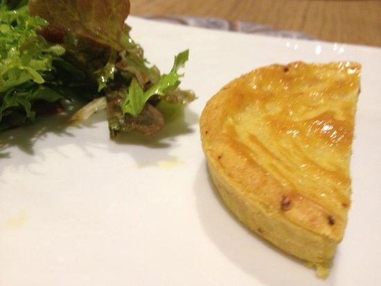 Auberge Basque: チーズ  タルトになっていました。おいしかった