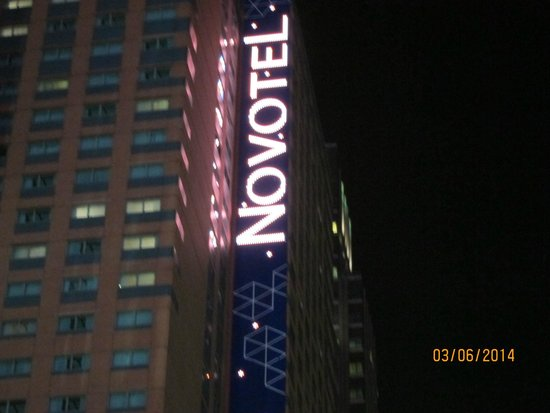 Novotel New York Times Square : big sign