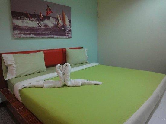 Jintana Resort Hotel: Inside the room
