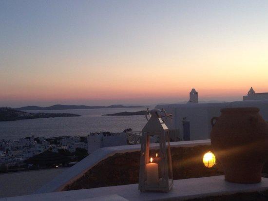 Karavaki Restaurant: Lovely views of the sunset