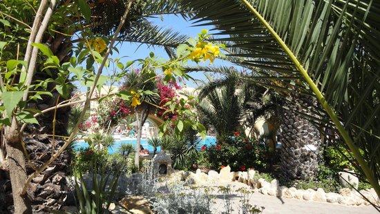 Mediterranee Thalasso Golf : zicht van zwembad 1 naar 2