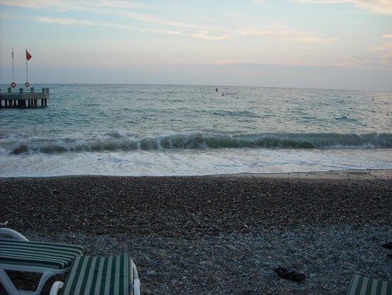 Meryan Hotel : пляж