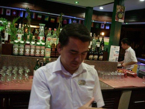 Meryan Hotel : официант