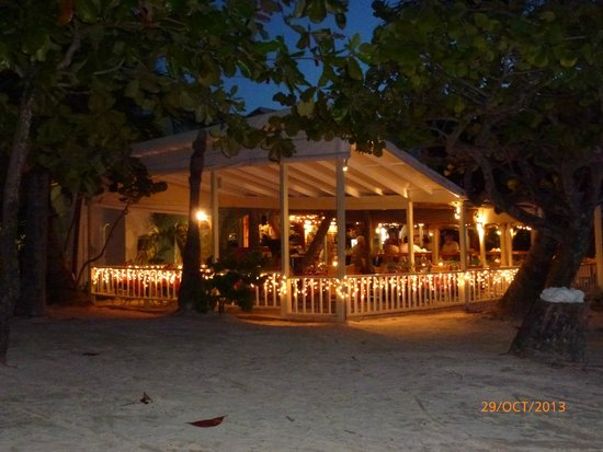 Coconut Grove Restaurant: Evening