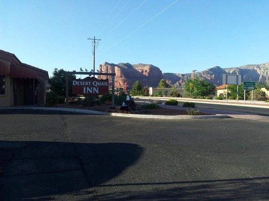 Desert Quail Inn: Aussicht vom Innenhof