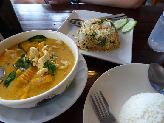 Massaman Restaurant & Bar: Excellent curry