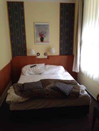 Astoria Hotel : Chambre petite mais propre et confortable