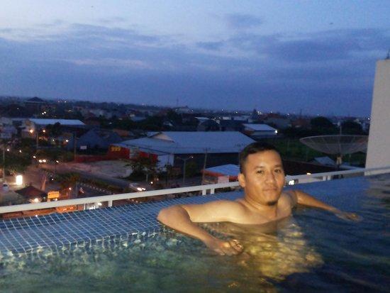 Atanaya Hotel: rooftop poolnya keren..
