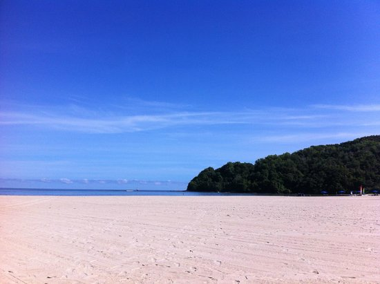 Shangri-La's Rasa Ria Resort & Spa: Private Beach