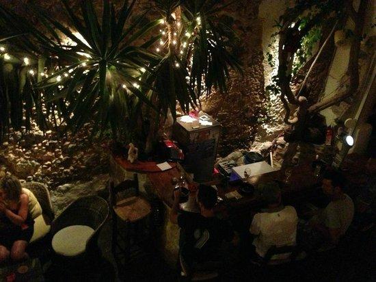 Vinnies' Garden: Main Bar