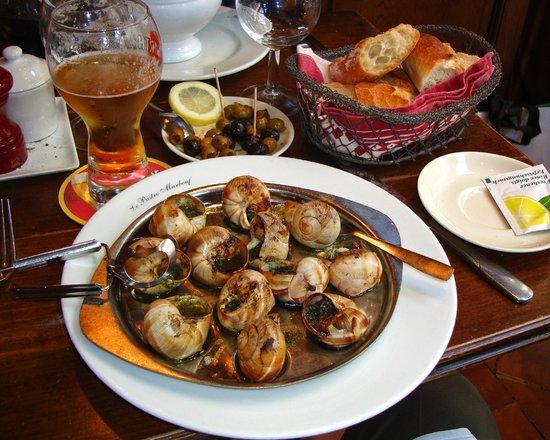 Le Bistro Marbeuf : Escargot/olives/bread