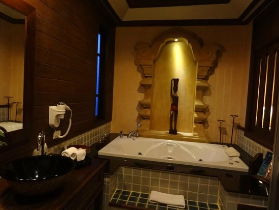 Amata Lanna: The bathroom was top notch