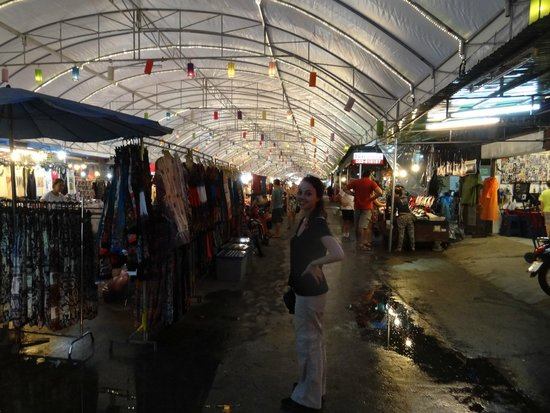 Amata Lanna Chiang Mai: The night market is only a 10 minute walk away