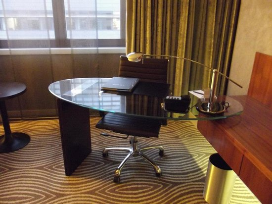 Hilton Berlin: A business desk