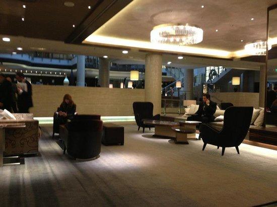 Hilton Berlin : The hotel lobby