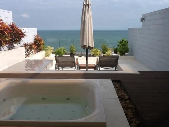 The Cliff Resort & Residences: Seaview Room With Jacuzzi