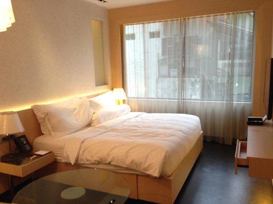 Naumi Hotel: Bed