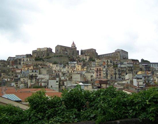 Albergo Diffuso Santa Caterina: Uitzicht op Castiglione di Sicilia