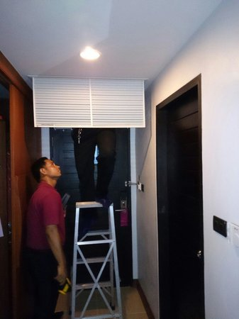 Deevana Plaza Krabi Aonang: After 5 calls to the front desk, technician arrived to repair the AC! (PROBLEM NOT SOLVED)!!