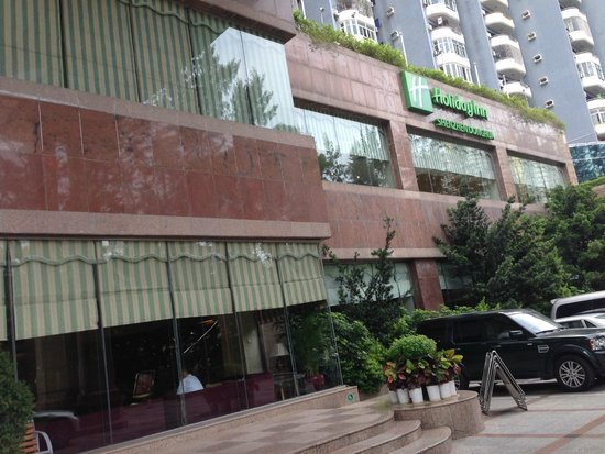 Holiday Inn Shenzhen Donghua : View from the outside