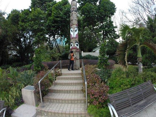 Kowloon Park: Canada totem