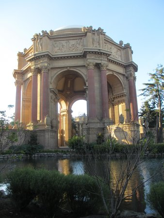 Palace of Fine Arts Theatre: Spectacular architecture