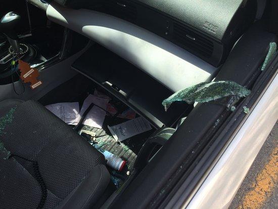 Regency Suites Hotel Calgary : My broken window