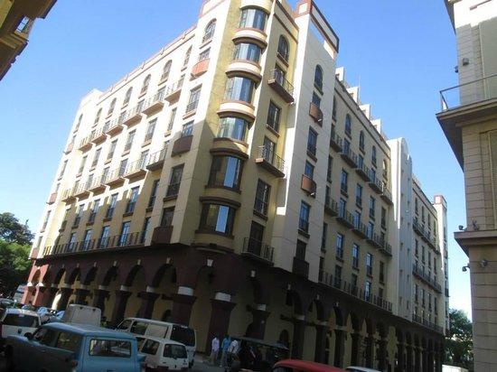 IBEROSTAR Parque Central: Old part of hotel exterior