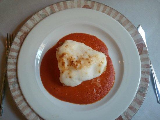 Mencia Retaurante: Bacalao estilo Mencia. Fondo de tomate, ali oli (muy suavecito) por encima gratinado. Muy rico