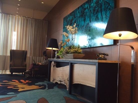 JW Marriott Los Angeles L.A. LIVE: felt at home super fast wifi lobby