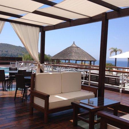 Villaggio degli Olivi: Il bar in piscina
