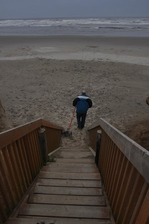 Deane's Oceanfront Lodge: My husband entering the beach from the stairway.