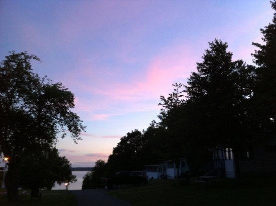 West Winds Motel & Cottages: Morning