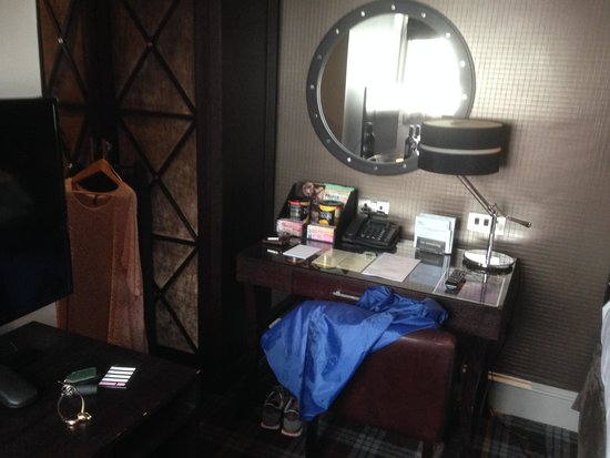 Malmaison Aberdeen: too much dark furniture in such a small room