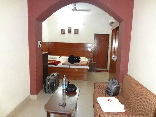 Ajay International Hotel: Вид от входа