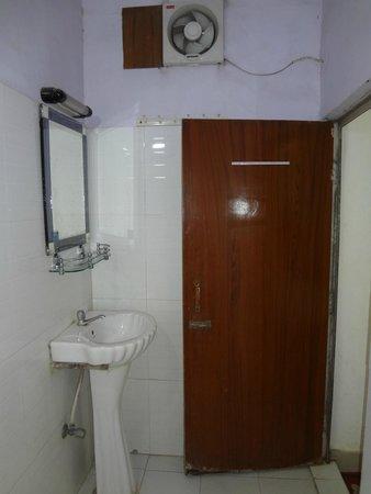 Ajay International Hotel: Ванная комната