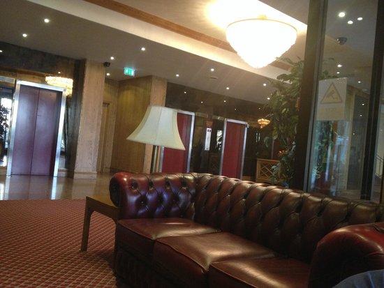 President Hotel: LOBBY