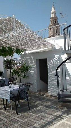 La Porta Vecchia: Wonderful breakfast on the terrace.
