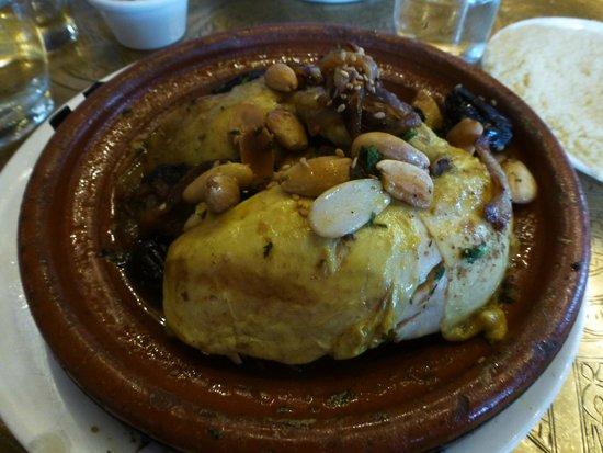 La Mosquee: tajine poulet amandes, pruneaux et oignons